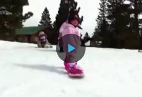 Трогательное видео: годовалая малышка изсоедененных штатов покоряет склон насноуборде