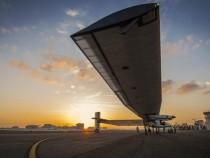 Самолет Solar Impulse 2 опоздал на посадку из-за ветра