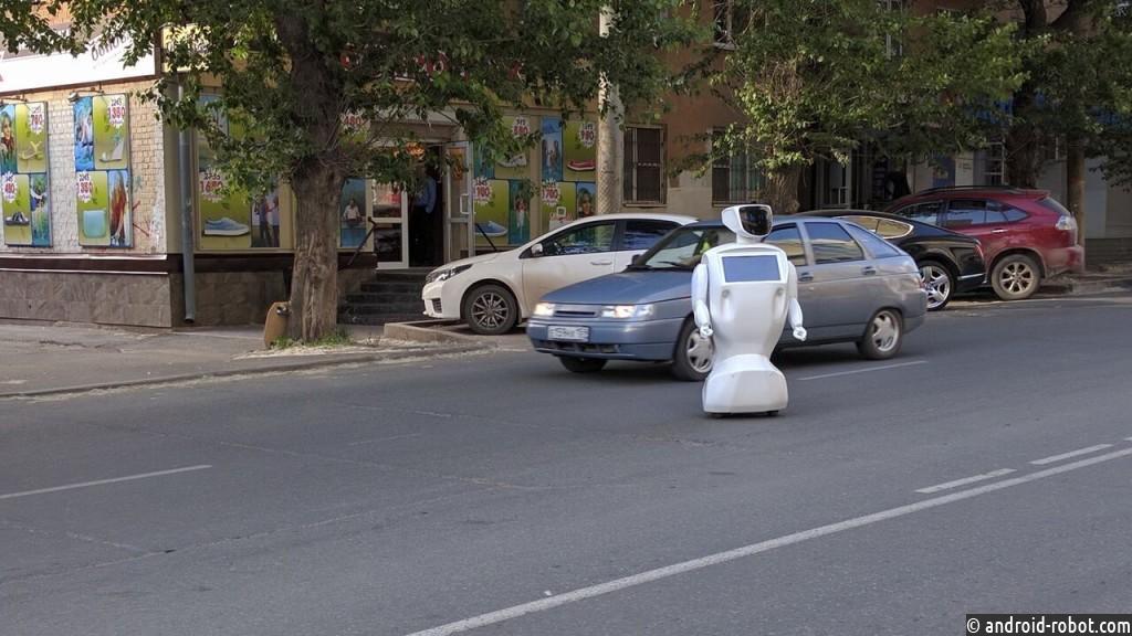 В Перми робот сбежал с производства и полчаса веселил водителей и пешеходов
