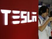 Tesla уволила от400 до700 служащих