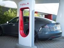 Спрос наэлектромобили Tesla растёт, однако компания терпит убытки