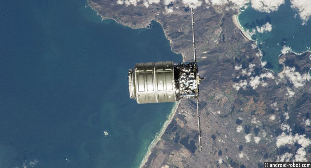 Космический грузовой автомобиль Cygnus отстыковался отМКС
