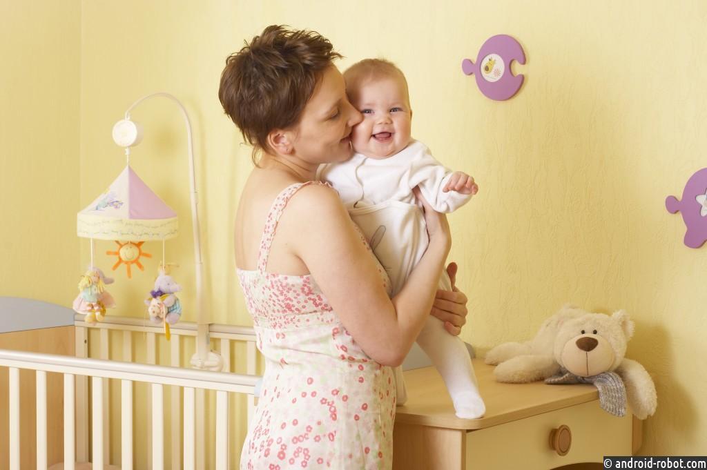 Ученые пояснили, почему люди прикладывают детей клевой стороне тела