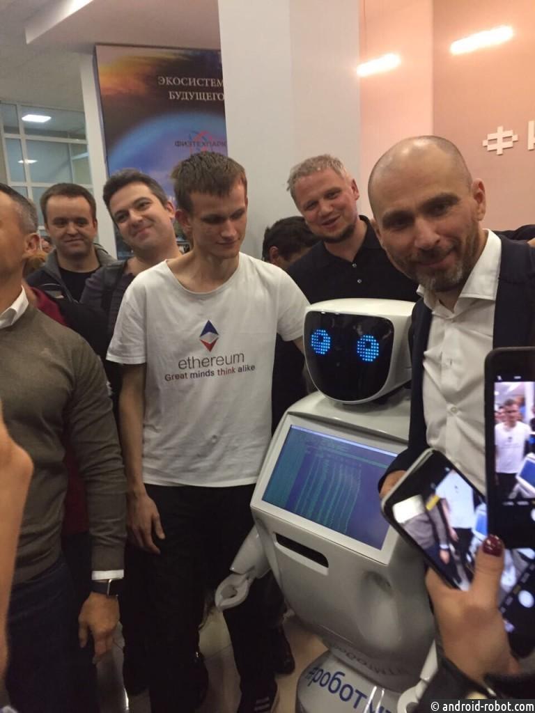 Студенты МТИ обучили робота Promobot добывать криптовалюту Эфир (ETH)