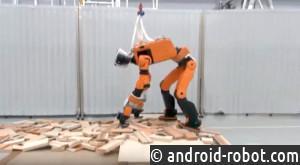 Робот-спасатель от Хонда научился открывать двери иподниматься полестницам