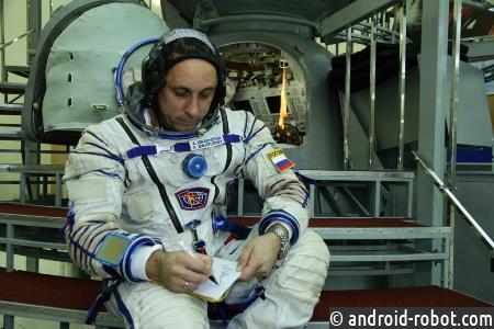 Космонавт изСевастополя доставит вкосмос вымпел городского суда