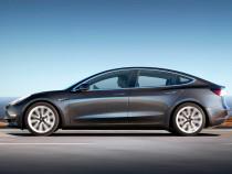 Tesla Model 3 может работать своспламеняющимися аккумуляторами