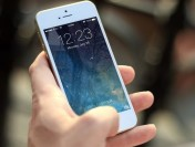 Владельцы iPhone растрачивают насвязь больше пользователей Самсунг
