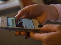 Siri дает возможность читать сообщения наiPhone без пароля