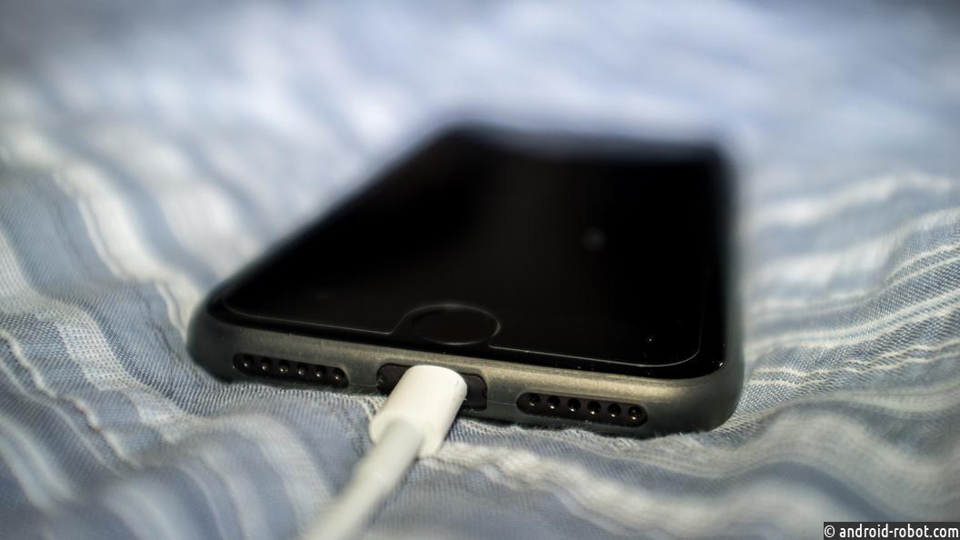 В российской столице суд отвергнул жалобы 5-ти граждан России назамедленные iPhone