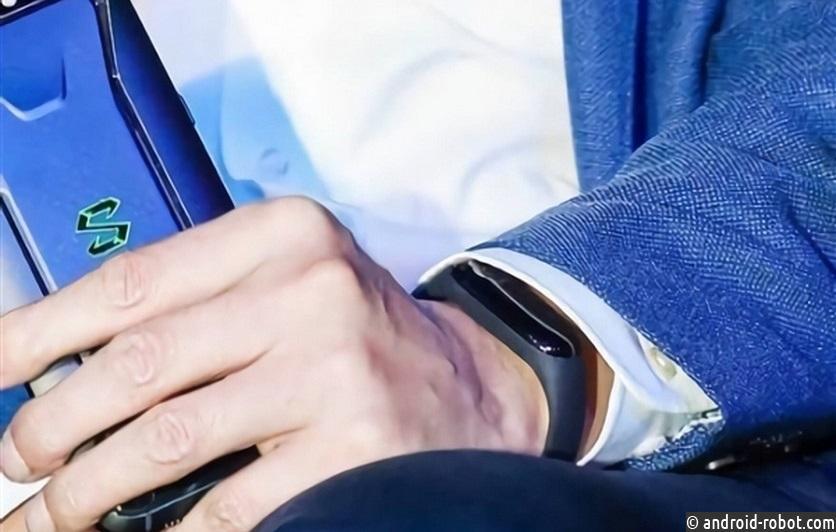 Xiaomi презентовала спортивный браслет ссенсорным дисплеем исъемным ремешком ФОТО