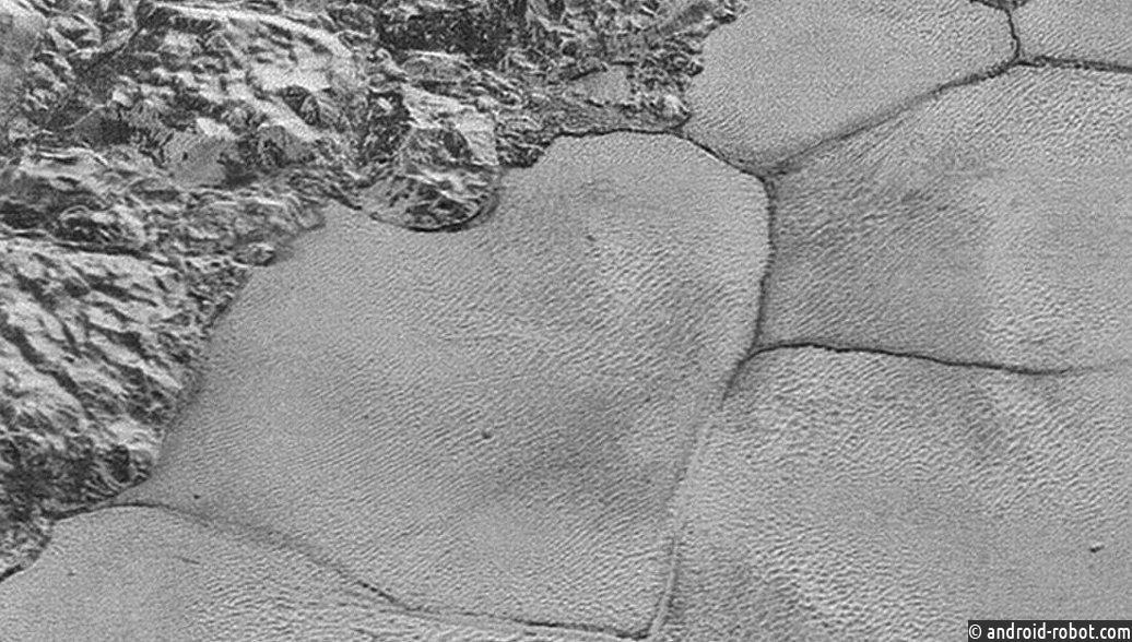 Ученые раскрыли секрет горизонтальных полос наПлутоне