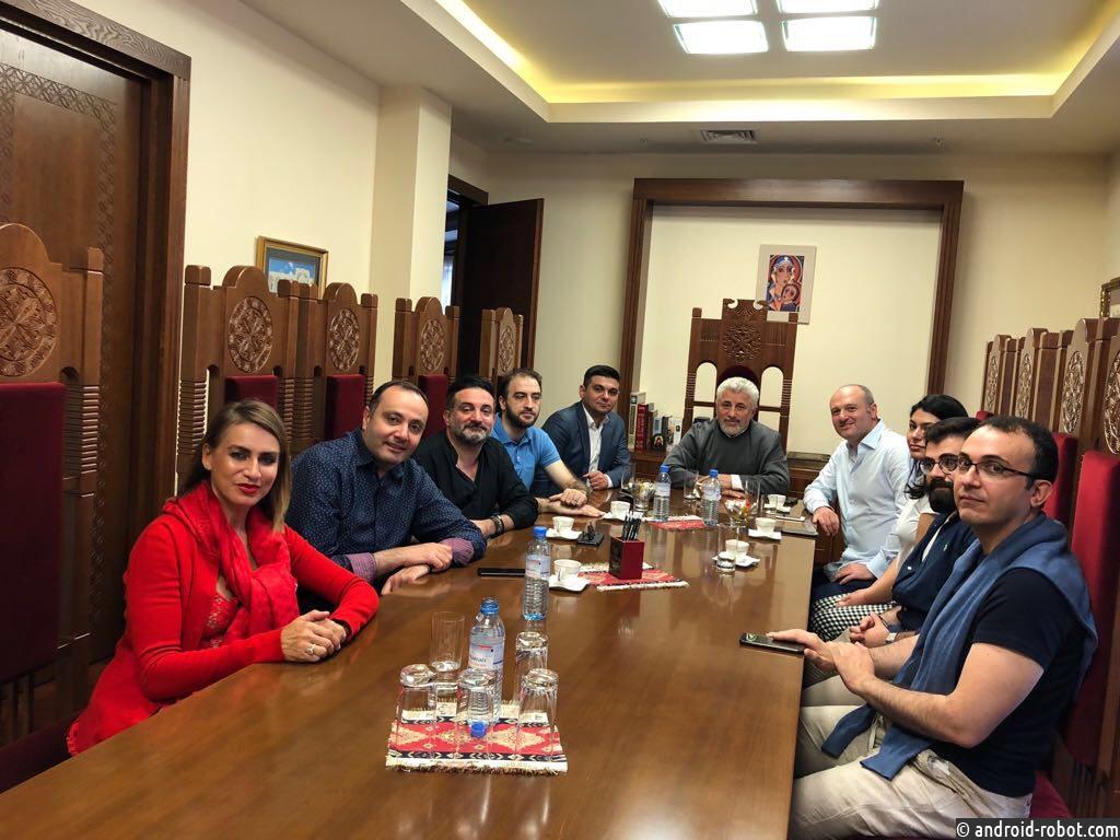 Владыка Езрас Нерсисян и посол Армении в России Вардан Тоганян провели рабочую встречу