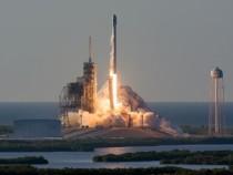 Ракета Falcon 9 сканадским спутником благополучно стартовала вСША