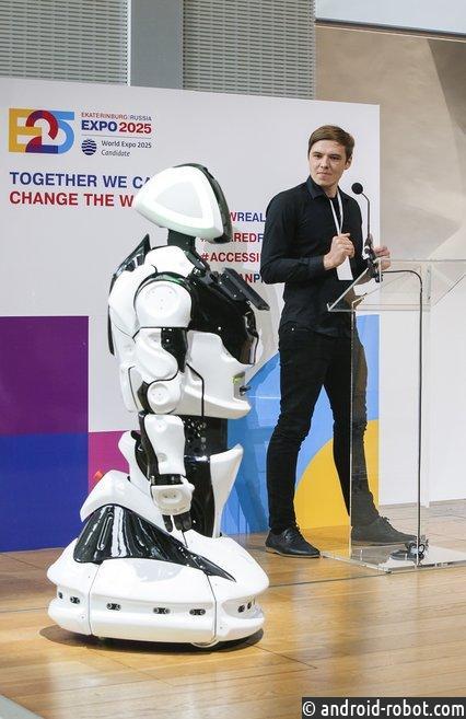 В Париже робот Промобот защитил российскую заявку на ЭКСПО-2025