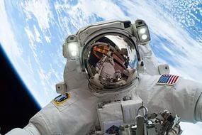 Azon.com отправил астронавтов в космос