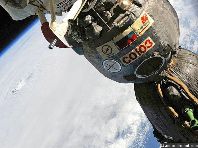 Возвращающиеся наземлю космонавты перешли сМКС наборт «СоюзМС»