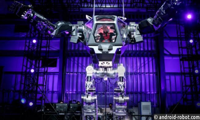 Основатель Amazon протестировал четырехметрового робота