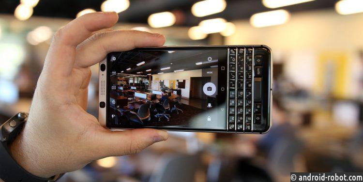 Русские магазины возвратят в реализацию мобильные телефоны Blackberry