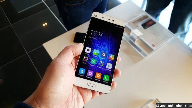Нафото засветился работающий Xiaomi Mi7 сбезрамочным дисплеем