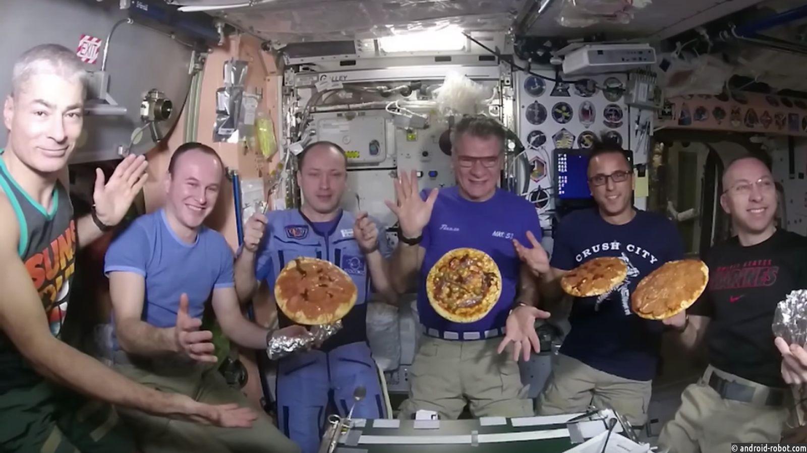 Наборту МКС астронавты приготовили пиццу