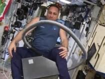 Российский космонавт полетал поМКС напылесосе