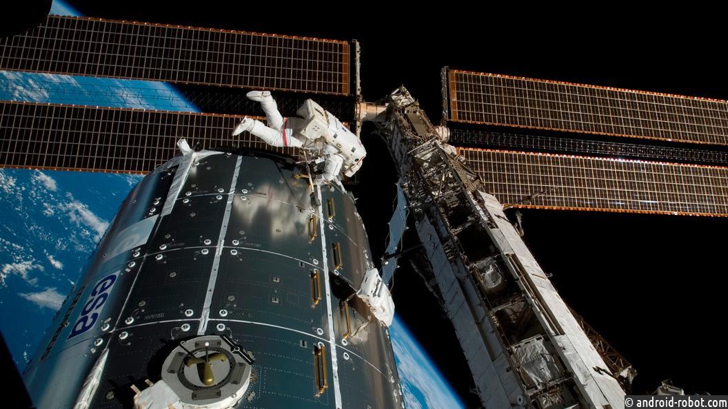 NASA разработает скафандр сбиотуалетом
