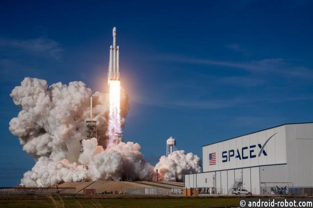 SpaceX запустила вкосмос спутники для раздачи интернета