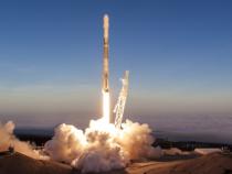 SpaceX запустил ракету Falcon 9 сразу сдесятью спутниками наборту