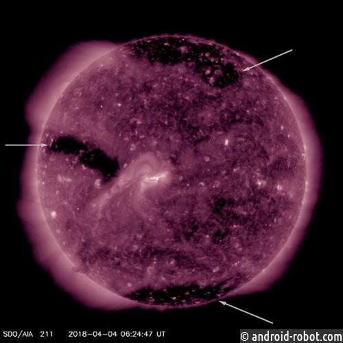 Ученые зафиксировали самые большие корональные дыры наСолнце