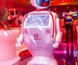 Робот Промобот записал видеообращение к организаторам форума, которые выдавали человека в костюме за робота