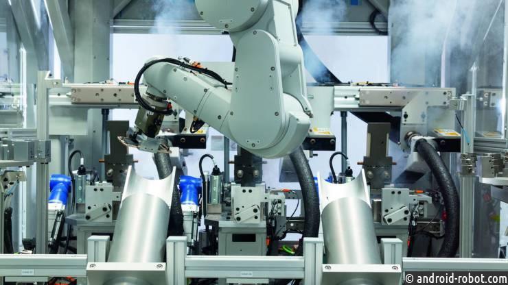 Apple показала робота, собирающего 200 iPhone вчас