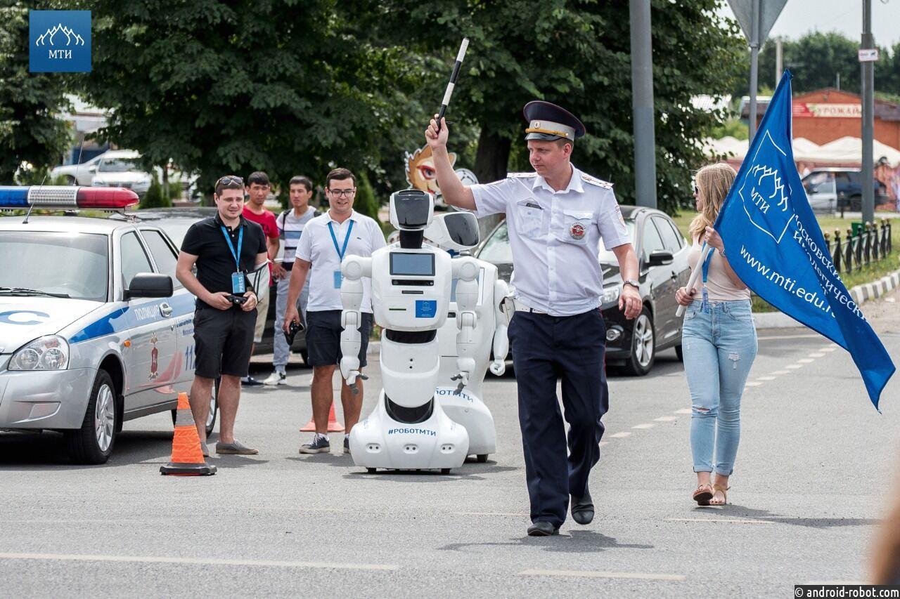 Роботы-фанаты футбола проникли на базу сборной Аргентины, чтобы поздравить Месси