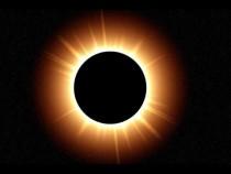Редкое явление: солнечное затмение суперлуной