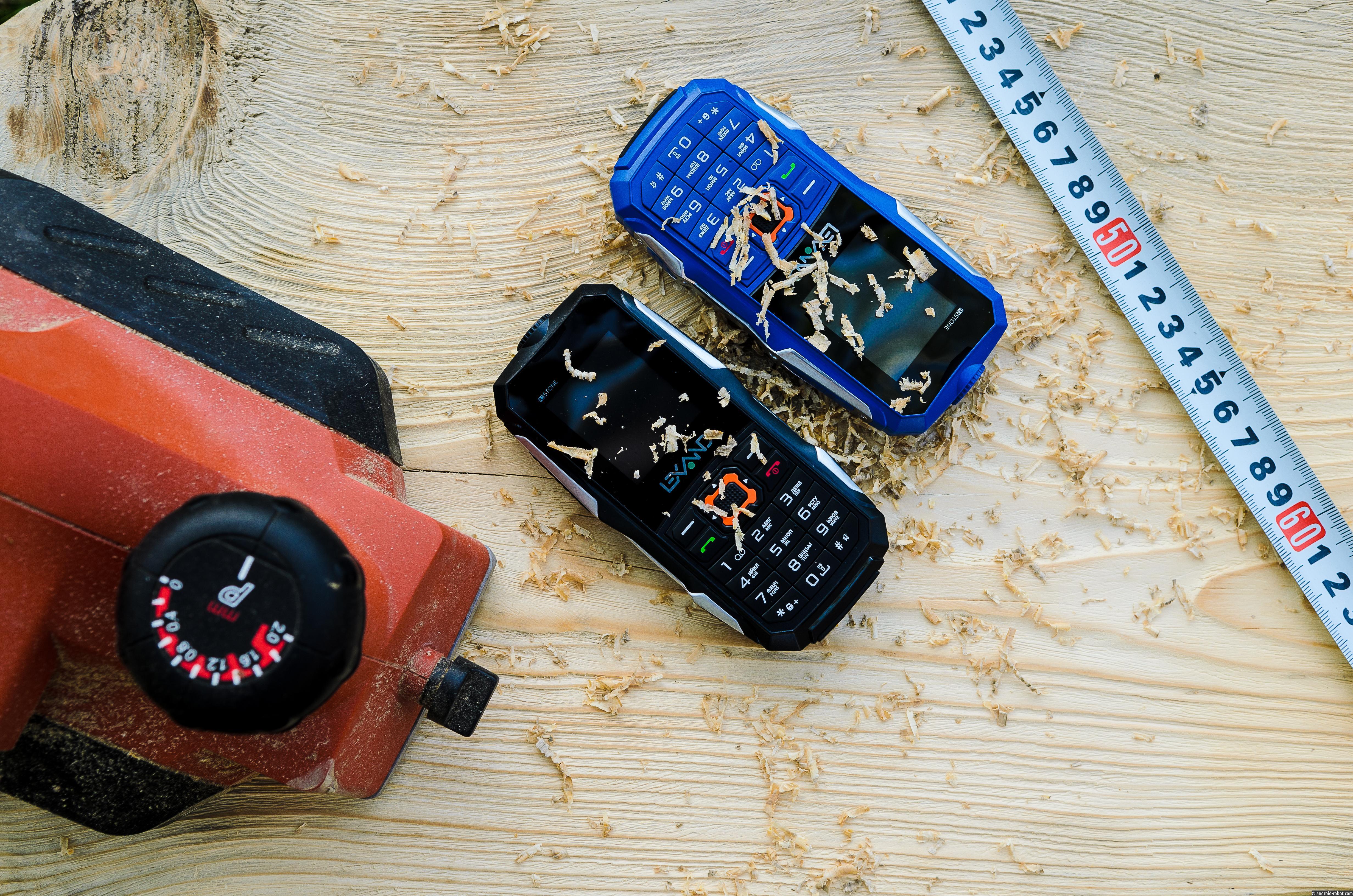 LEXAND расширяет линейку защищенных телефонов для активного отдыха моделью R2 Stone