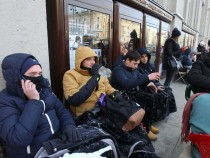 Люди мерзнут вожидании новых iPhone— фотоподборка сТверской