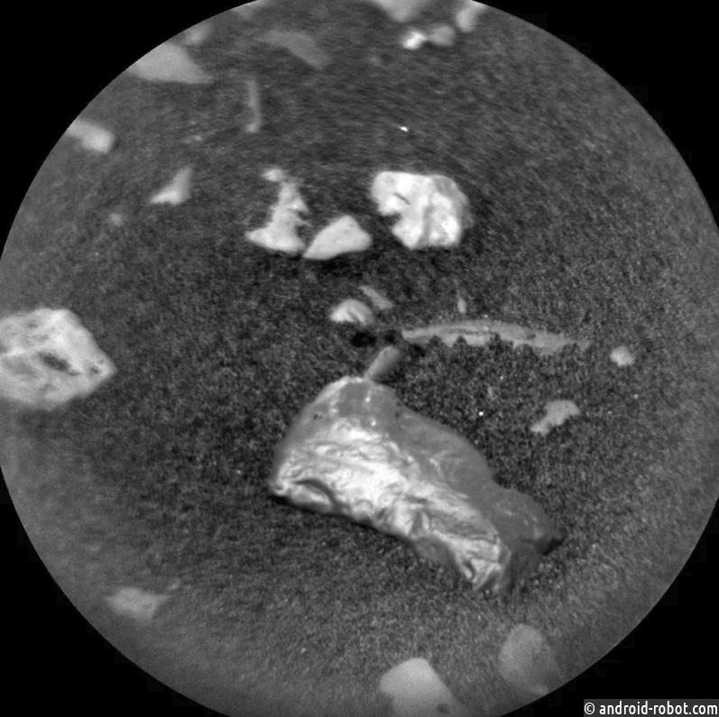 НаМарсе обнаружили странный блестящий объект