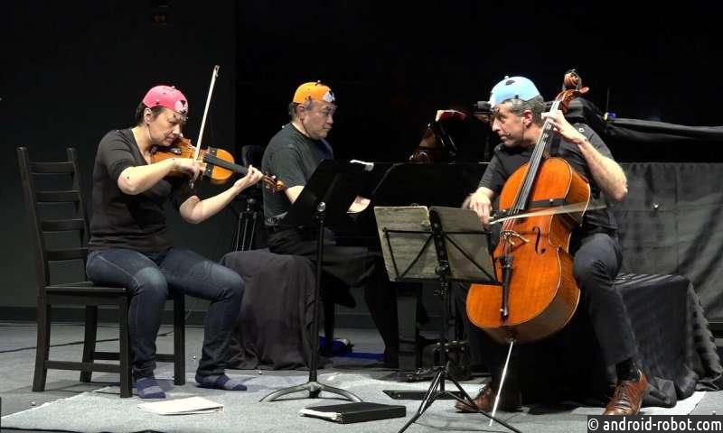 Музыканты общаются невербально во время выступления