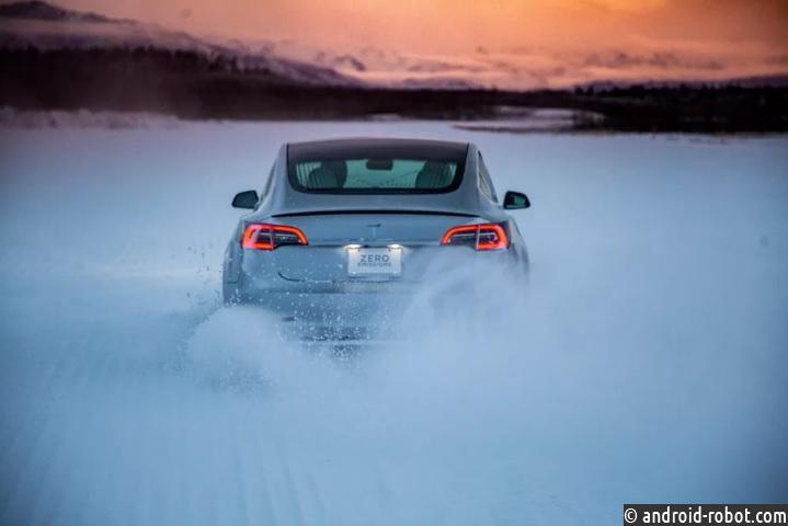 Tesla тестирует автомобили на экстремальные холода
