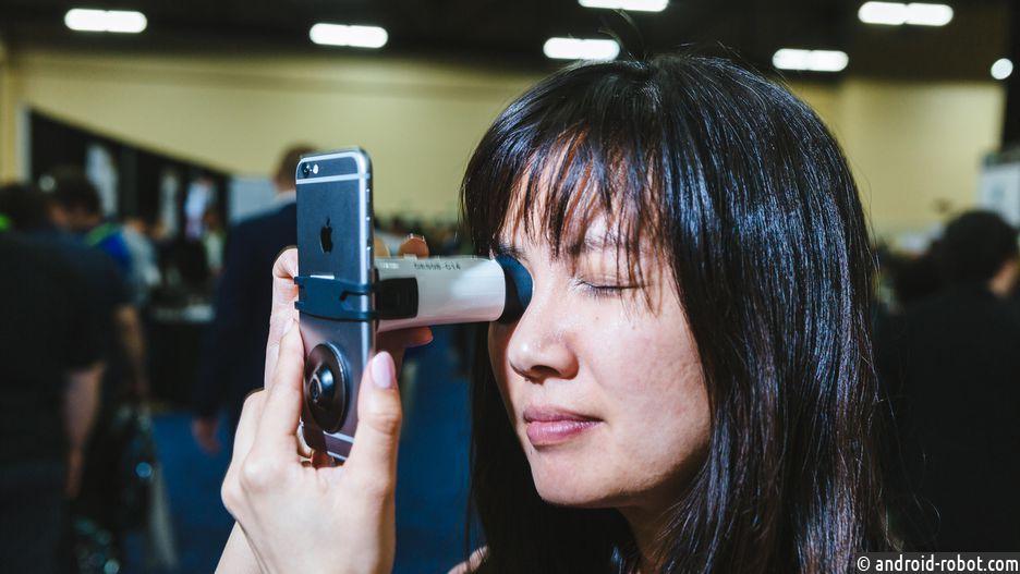 EyeQue VisionCheck - это портативное устройство для проверки зрения