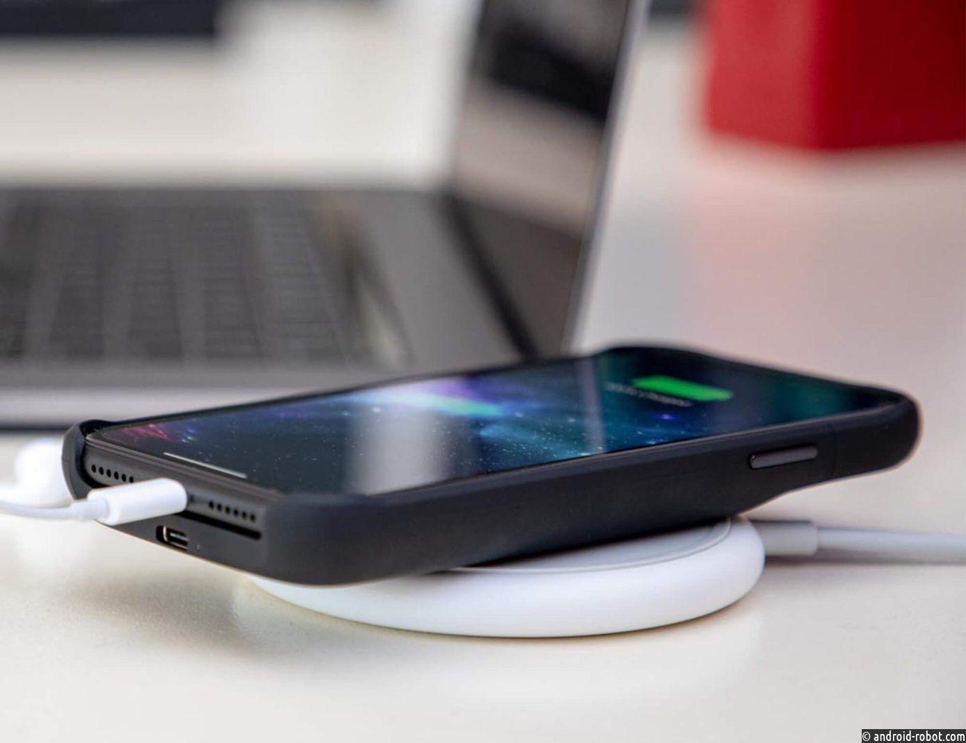 Новый чехол Mophie для iPhone заряжает ваш телефон, не занимая порт Lightning