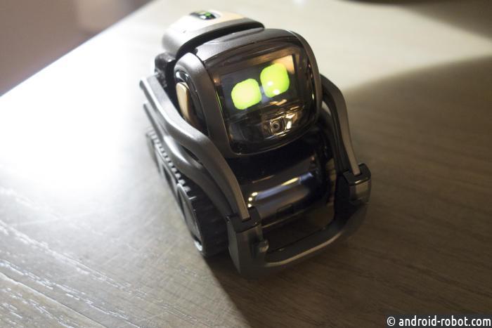 Обзор мини роботов anki vector vs cozmo