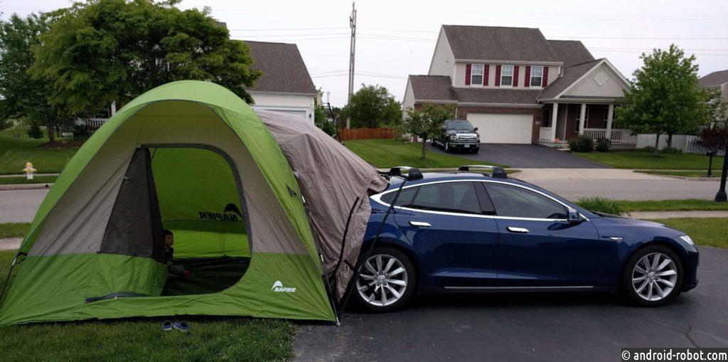У электромобилей Tesla появятся опция вечеринки и кемпинга