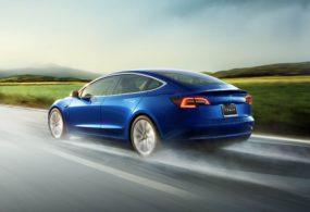 Tesla прекратит продавать автомобиль Model 3 онлайн