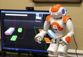 Роботизированная видеоигра выводит пожилых людей из зоны комфорта, обучась и работая вместе