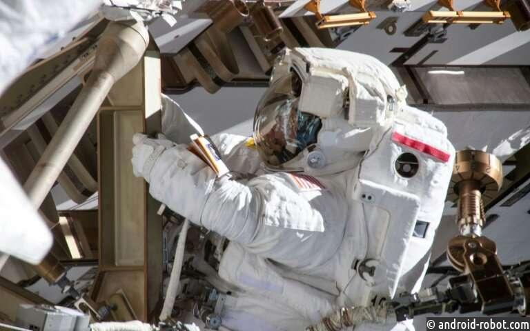 NASA защищает отказ от выхода в открытый космос всех женщин