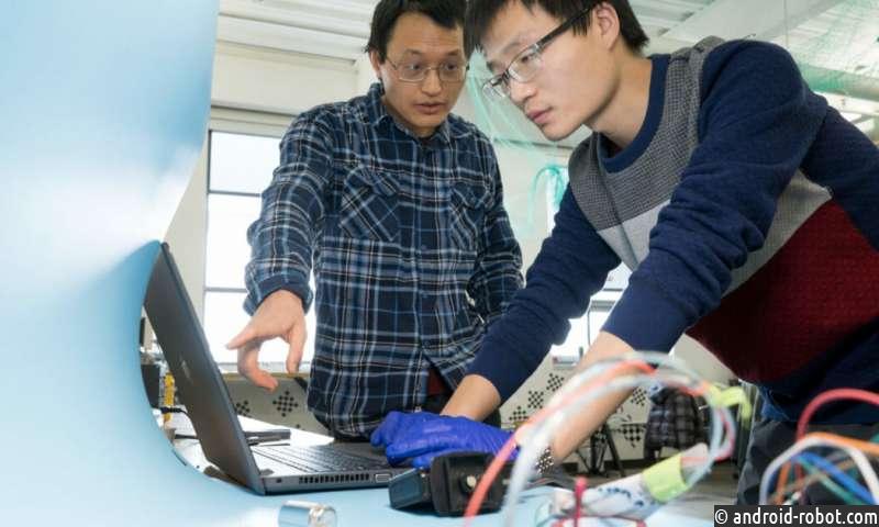 Студенты США тестируют мини-роботов