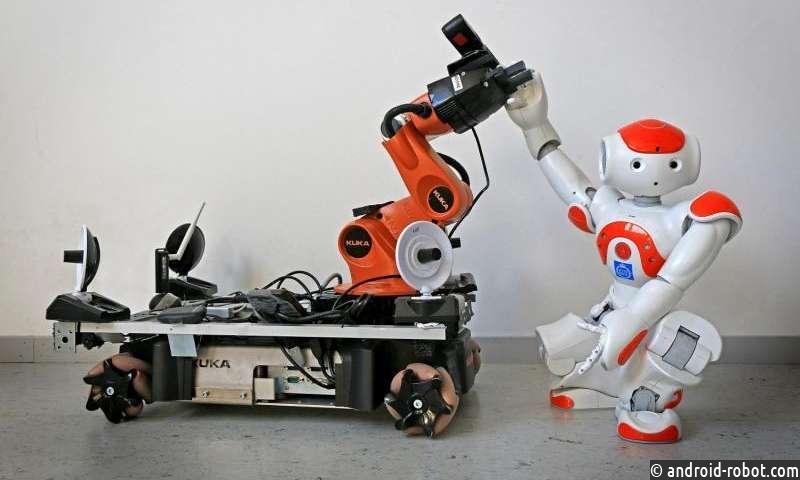 Роботы приходят друг другу на помощь, когда получают сигнал