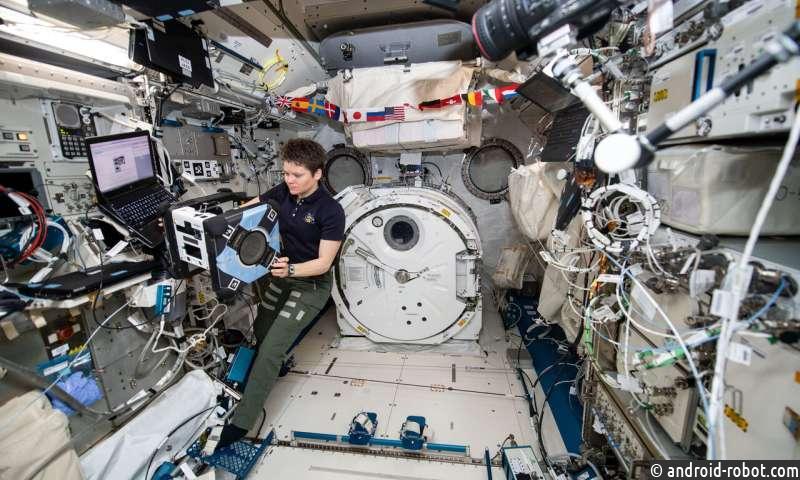 Робот Astrobee завершает аппаратные проверки в космосе