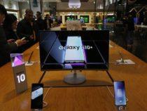 Первый день продаж складного телефона Huawei Mate Xперенесён насентябрь